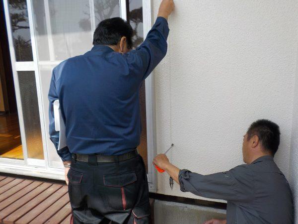 下げ振りによる外壁の傾斜測定