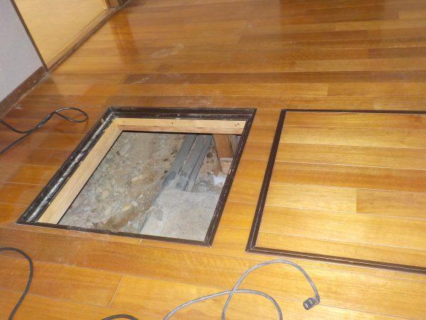 床下調査、床下収納庫より侵入