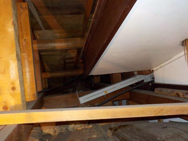 鉄骨と木造の継手部分の雨漏り調査