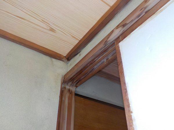 1階の広縁に雨漏りの跡